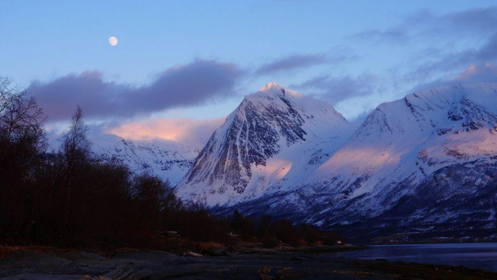 Voyage et couloirs au coeur des Alpes de Lyngen en Norvége